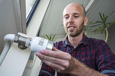 Jens-Uffenkamp-dreht-an-vilisto-Thermostat